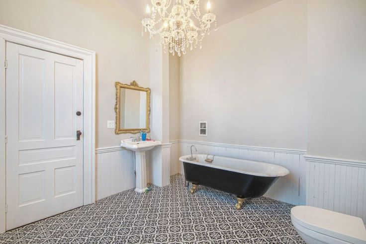 gorgeous Victorian bathroom