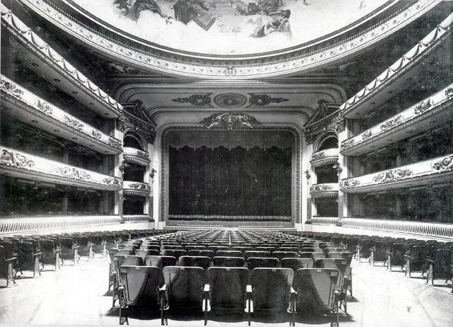 old photo of El Ateneo Grand Splendid