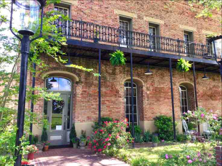 Historic Texas hotel converted to home