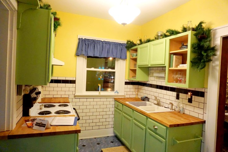 vintage bungalow kitchen