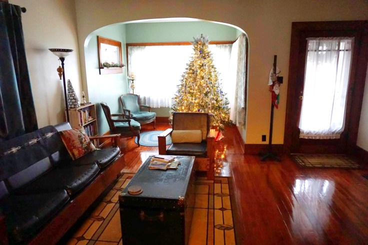 Christmas-in-a-historic-bungalow