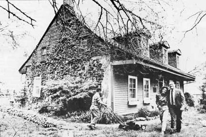 Lent-Riker-homestead-in-New-York-historic-photo