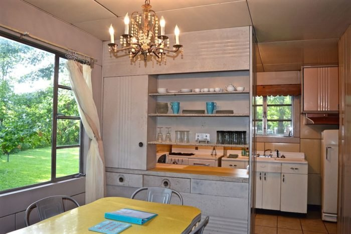 Lustron-home-interior