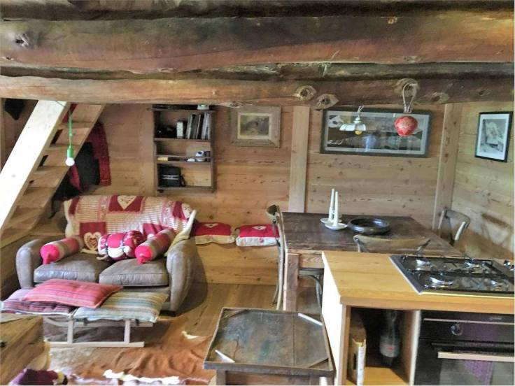 Mountain-Cabin-for-sale-in-the-Italian-Alps