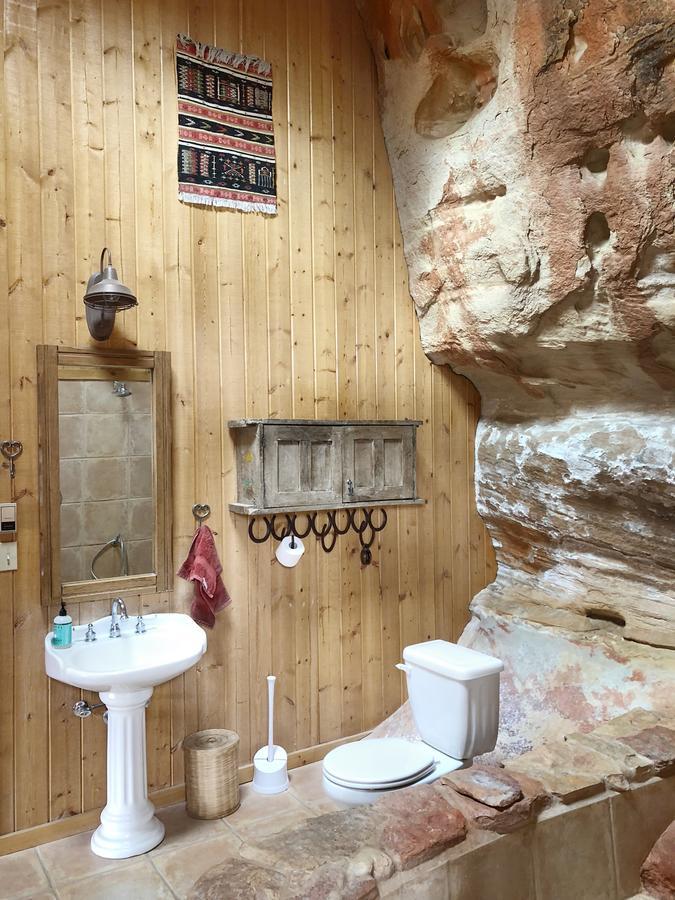 Sage-Canyon-Cliff-House-near-Mesa-Verde-Colorado