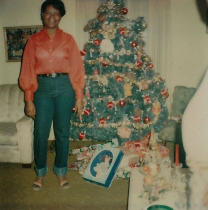 mid-century-women-with-their-Christmas-trees