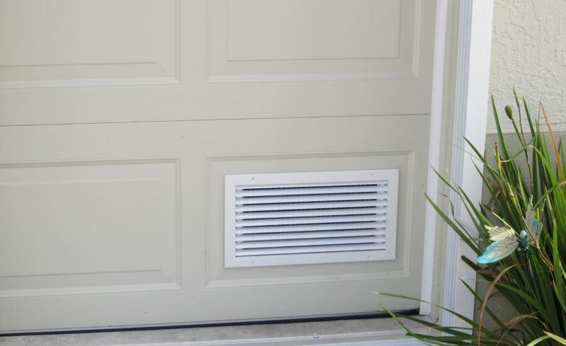 Dør med ventilation til badeværelset