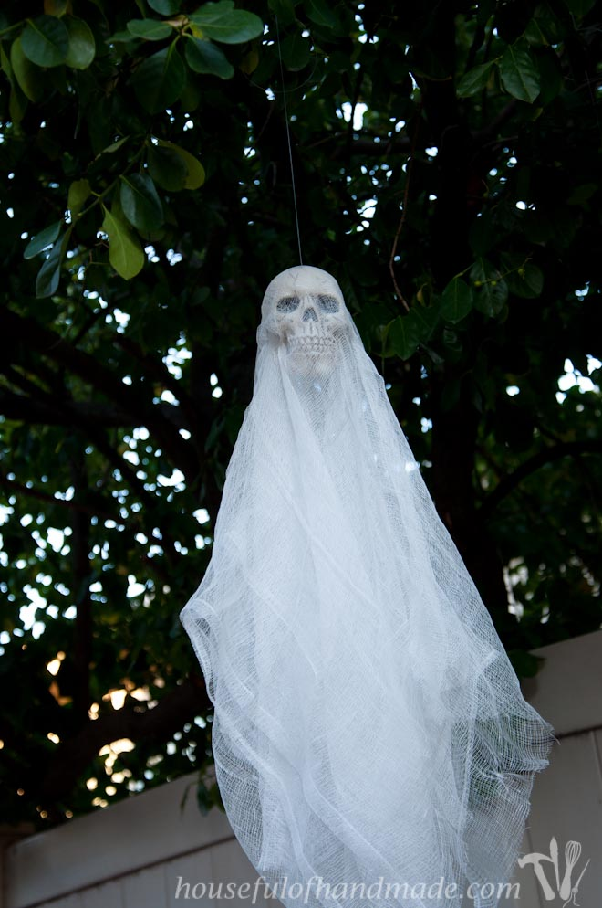Scare off unwanted guests with these easy $3 spooky skull ghosts. | HousefulofHandmade.com