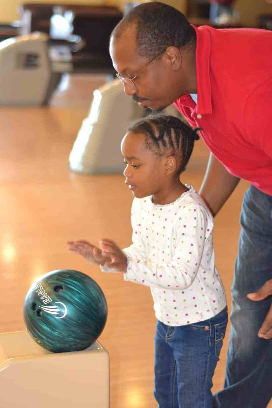 Pinstripes family bowling offers great opportunities for family bonding!