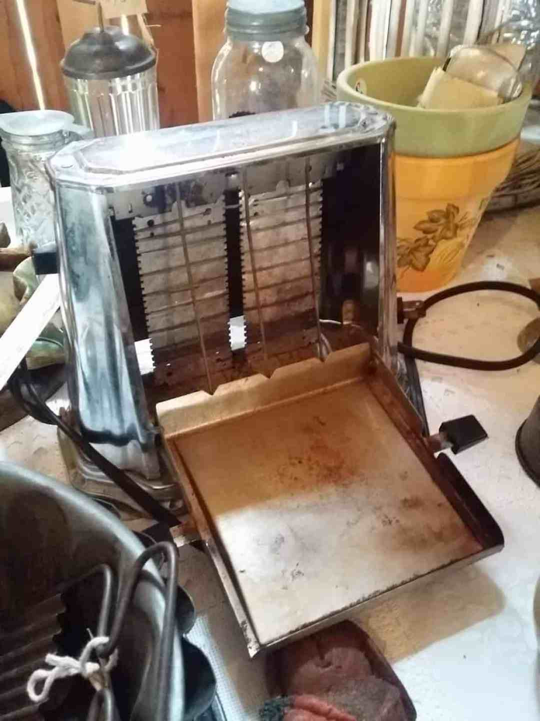 Vintage toaster at the Holy Hill Art Farm