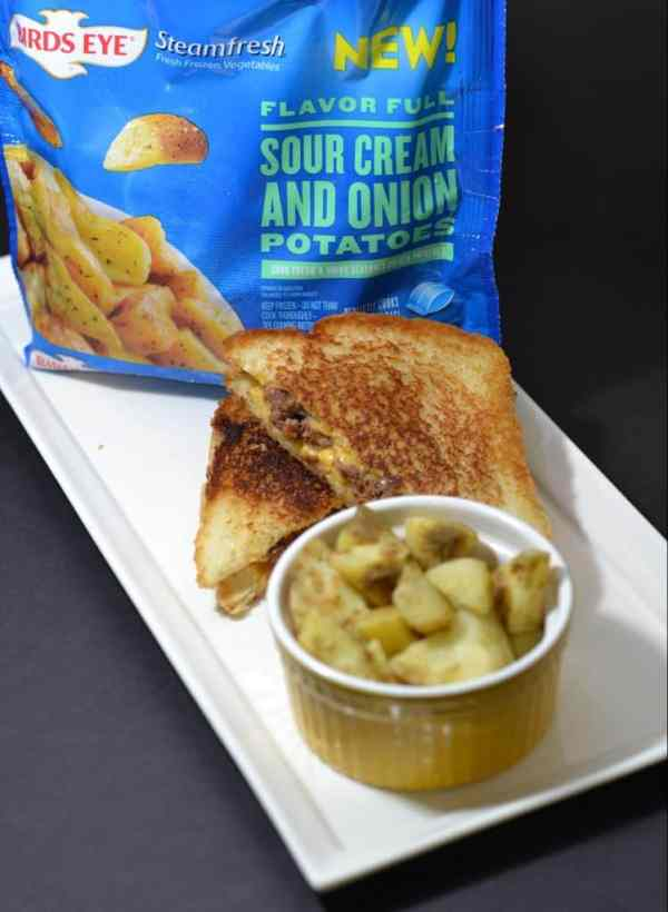 Birds Eye Flavor Full Sour Cream and Onion Potatoes with Grilled Cheese Burgers