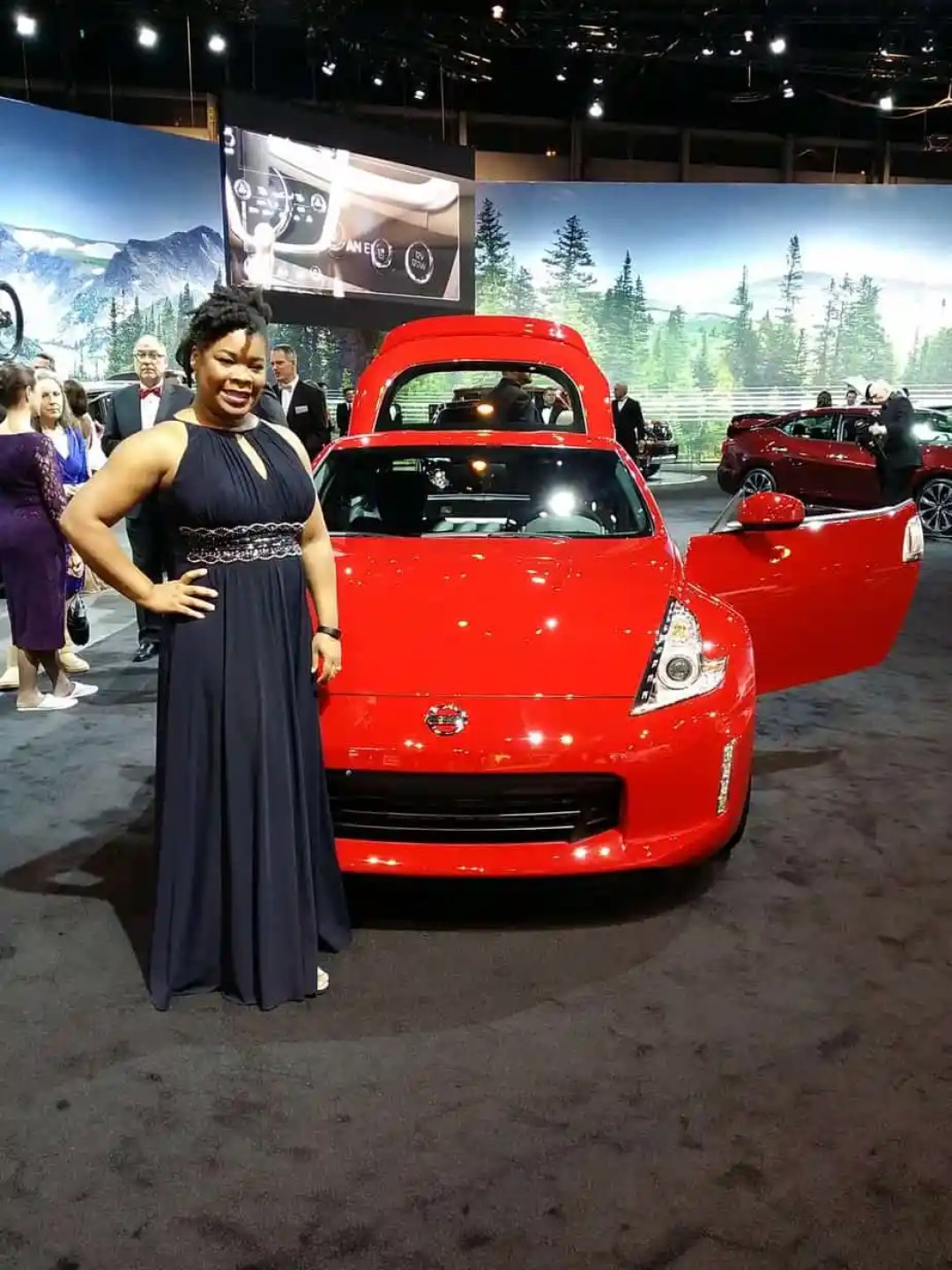 Chicago Auto Show - First Look for Charity