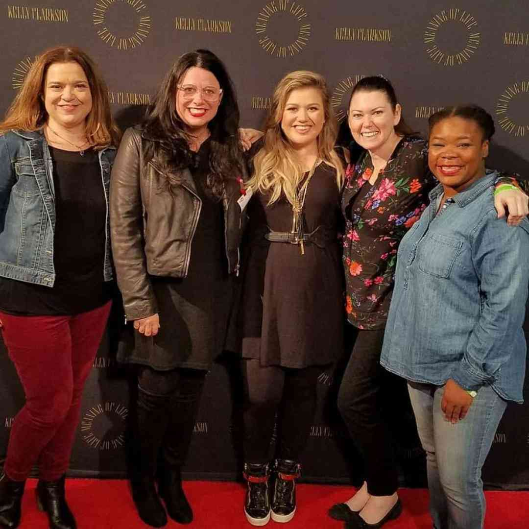 Laurie Whte, Laura Mayes, Kelly Clarkson, Jyl Patee and Natasha Nicholes with Kelly Clarkson and Meaning of Life Event