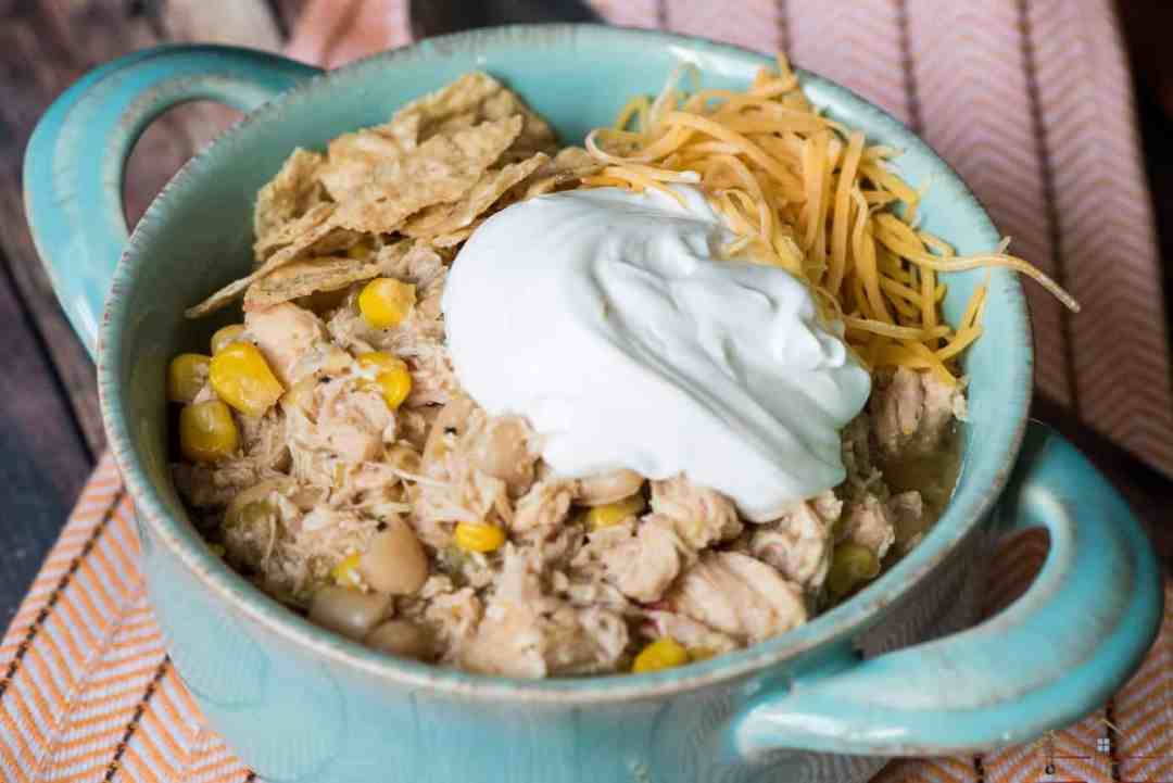 Chicken chili is a great and creamy alternative to conventional beef chili. This recipe shows you how to get it done in 30 minutes or less with an easy hack!