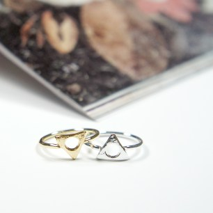 Mystic Triangle Ring