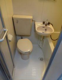 Japan real estate under 10 million yen bathroom