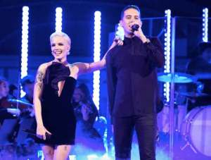 "Halsey & G-Eazy Perform ""Him & I"" on 'SNL'"