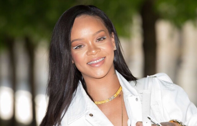 Rihanna Shows What She & Alleged BF Was Arguing About In Viral Photo