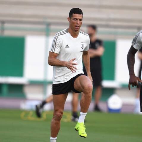 Cristiano Ronaldo Trains Alone With A New Style