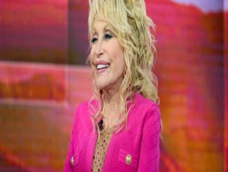 Dolly Parton To Release A Beauty Line Next Year