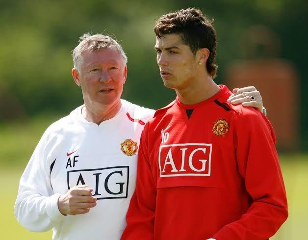 Cristiano Ronaldo offered Manchester United Contract
