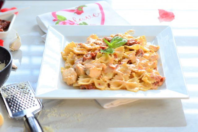 Sun-dried tomato chicken alfredo farfalle lightened up | Valentine's Day meal inspo | Easy pasta recipes