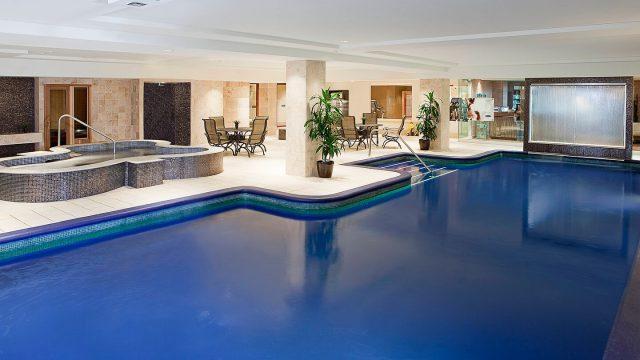 indoor pool gym change rooms amerispa sheraton laval hotel