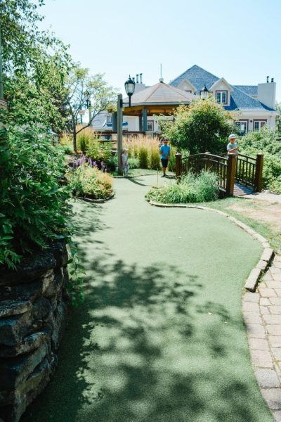 mini golf family activity tremblant