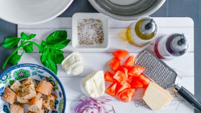 Ingredients for Tuscan Panzanella Salada