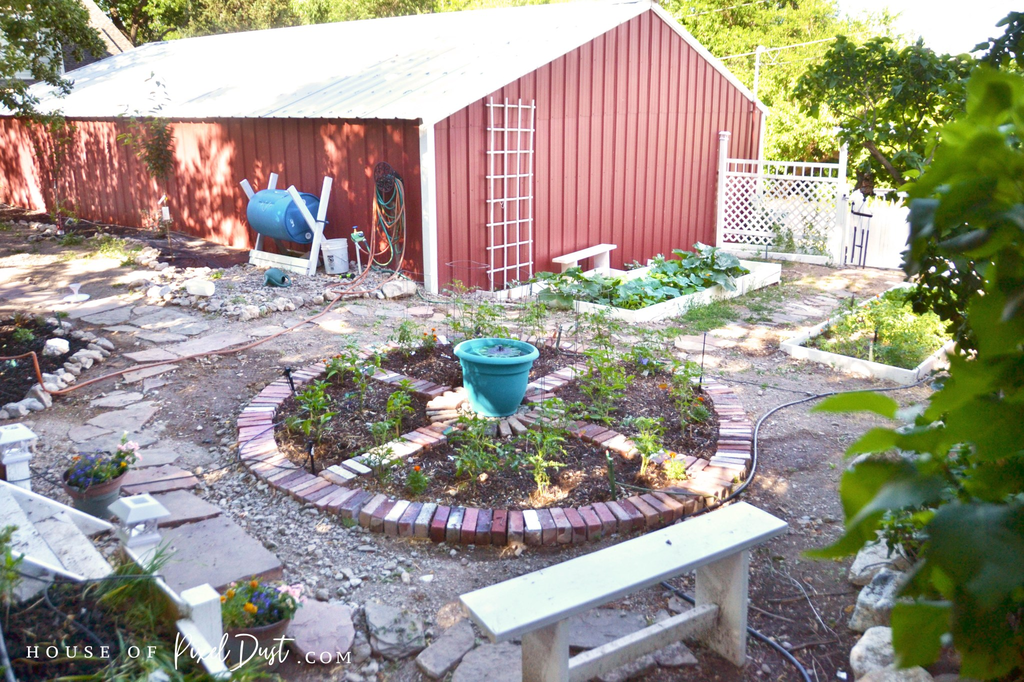 This image has an empty alt attribute; its file name is diy-compass-garden-bed-makeover-03.jpg