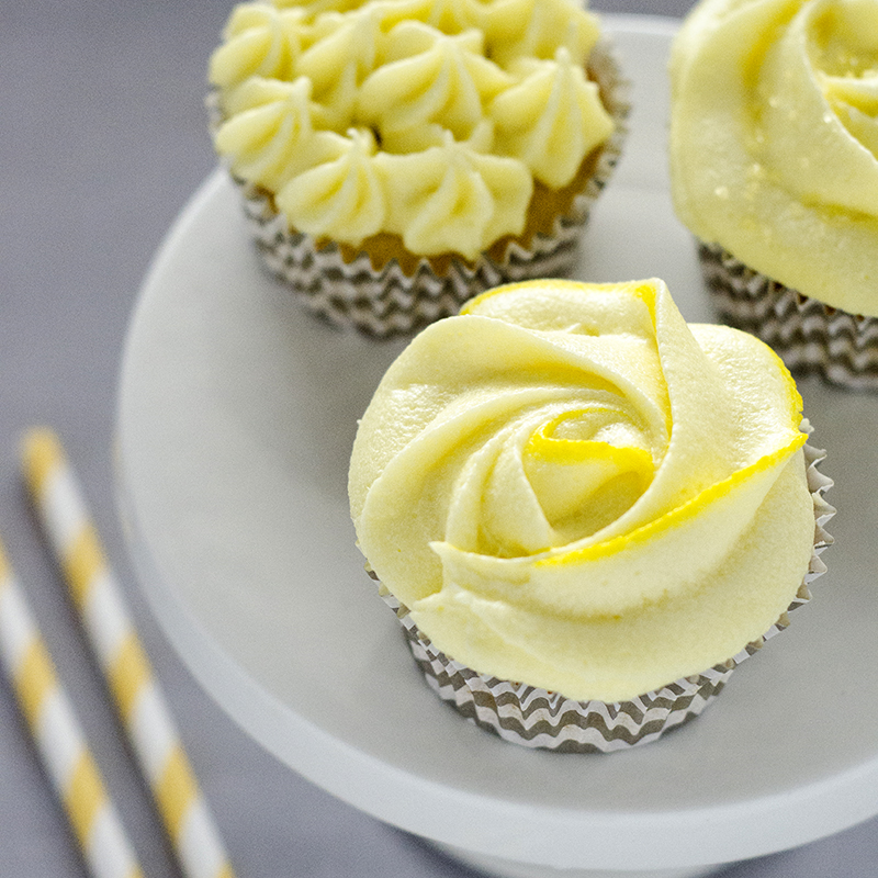 Luftige sitroncupcakes med sitronfrosting