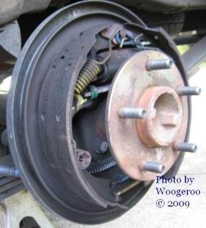 2003 Chevrolet S10 : rear brake drums | House of Woogeroo