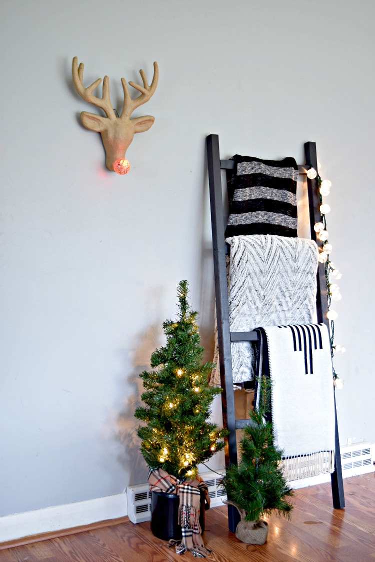 Christmas Blanket Ladder