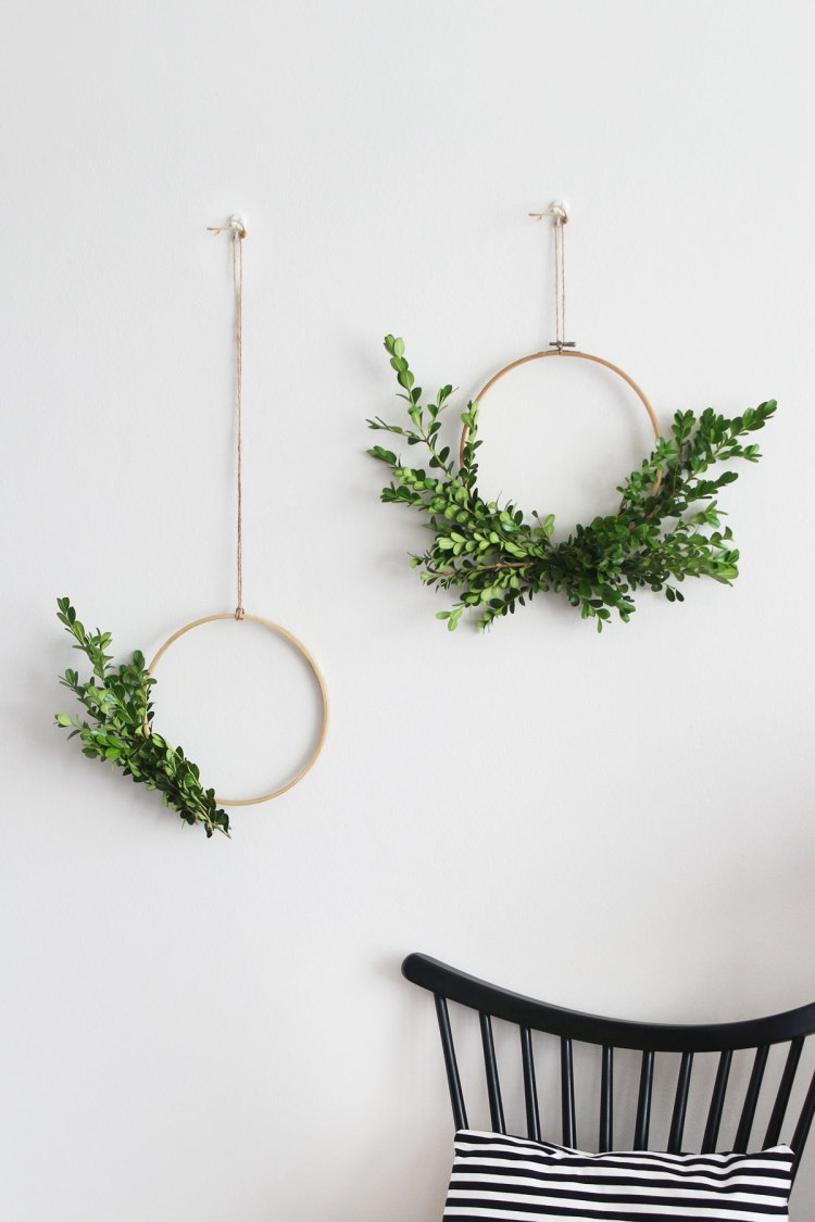 This minimal foliage wreath is so simple and perfect!