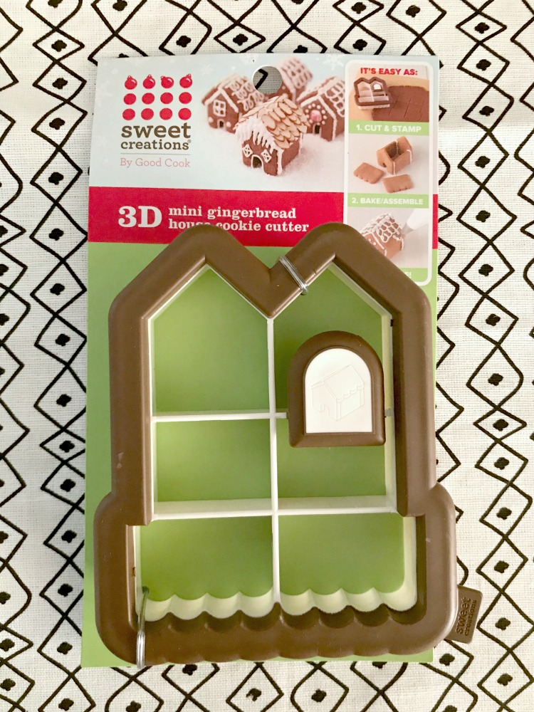 How To Host Your Own Gingerbread House Decorating Party