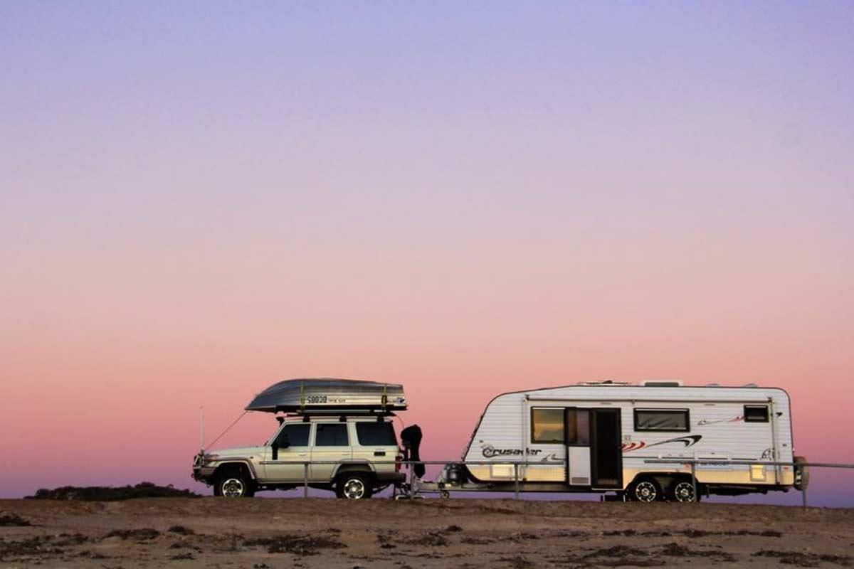 4WD towing caravan home