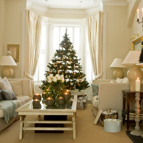 Living room | Take a tour around a festive London home | House tours | Classic decorating ideas | PHOTO GALLERY | Homes & Gardens | Housetohome