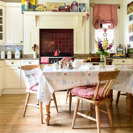 Vintage country-style kitchen | Kitchen decorating ...