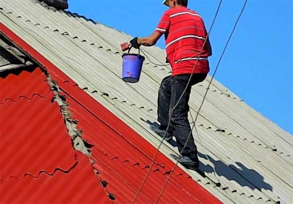 how to walk on a tile roof carefully