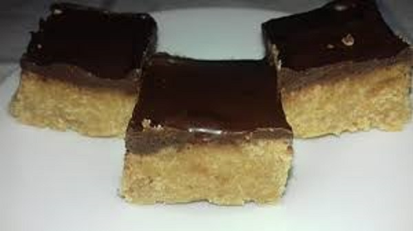 Peanut Butter Fudge with 4 ingredients (Low-Carb, Dairy-Free)
