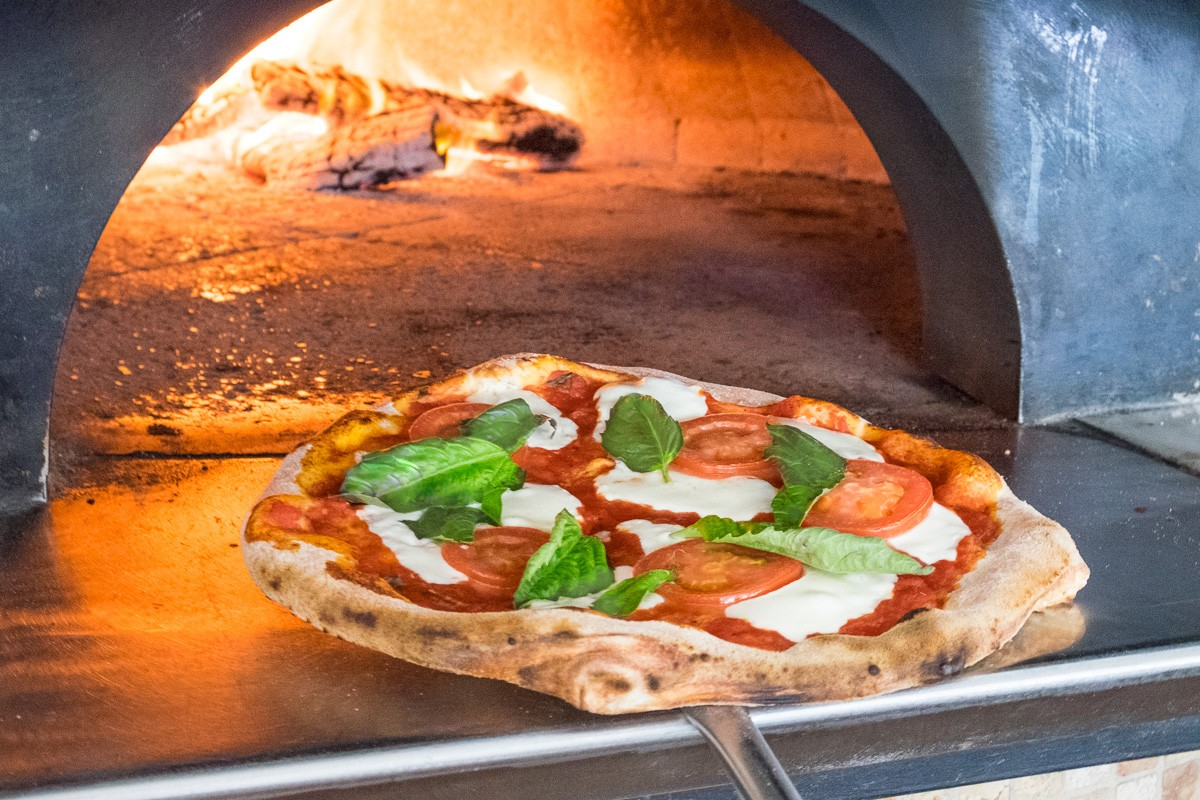 bollo woodfired margherita pizza