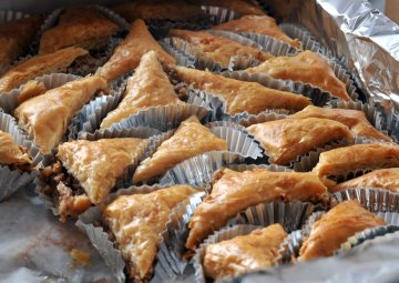 Picture of a bunch of baklava