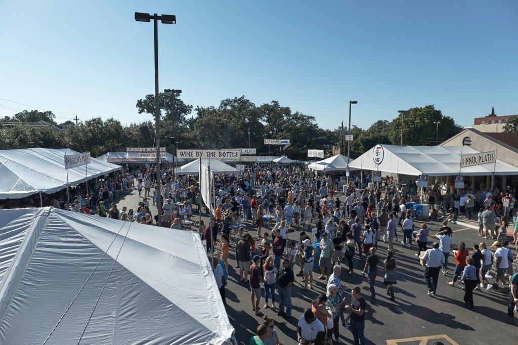 Picture of crowds outside the food and wine booths.