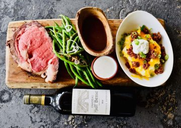 prime rib, green beans, au jus, potatoes, wine