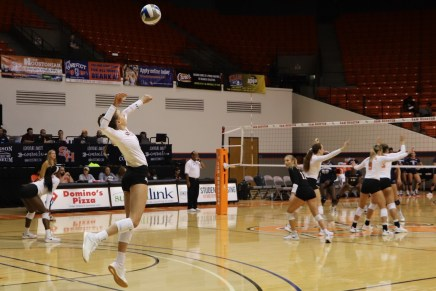 Kats Volleyball Sweeps Privateers, Remains Perfect Against Southland Foes
