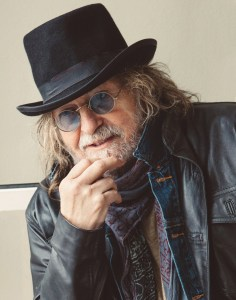 bcpnews-qa-ray-wylie-hubbard-talks-dead-thumb-guitar-playing-working-with-willie-nelson-and-more-20150514