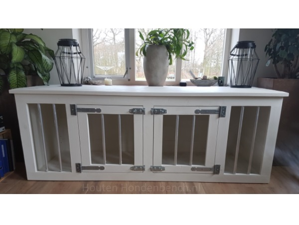 Houten hondenbench 2 deurs in white wash met blank beslag