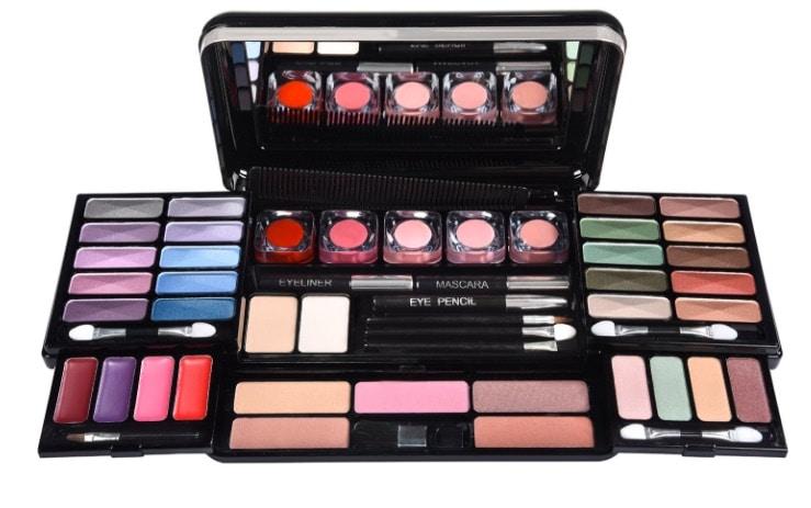 Set de maquillaje para viajes con 53 piezas de BriConti