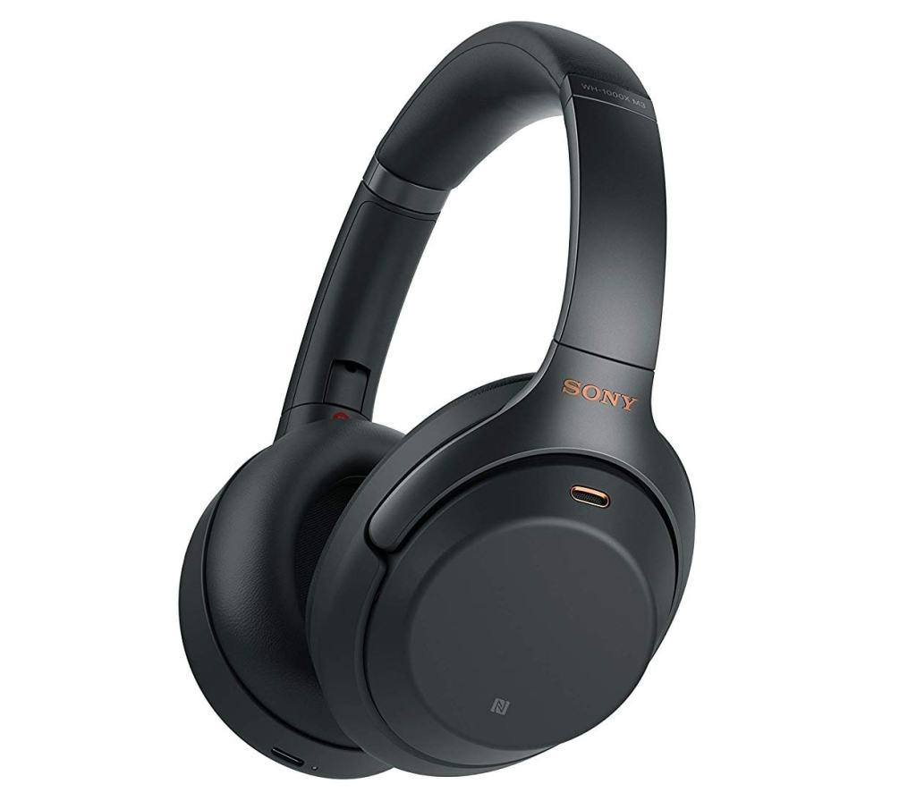 Para no escuchar a otros pasajeros en el avión: Auriculares Sony WH-1000XM3