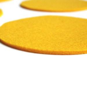 wasbaar en hittebestendige onderzetters handgemaakt van vrolijk geel vilt
